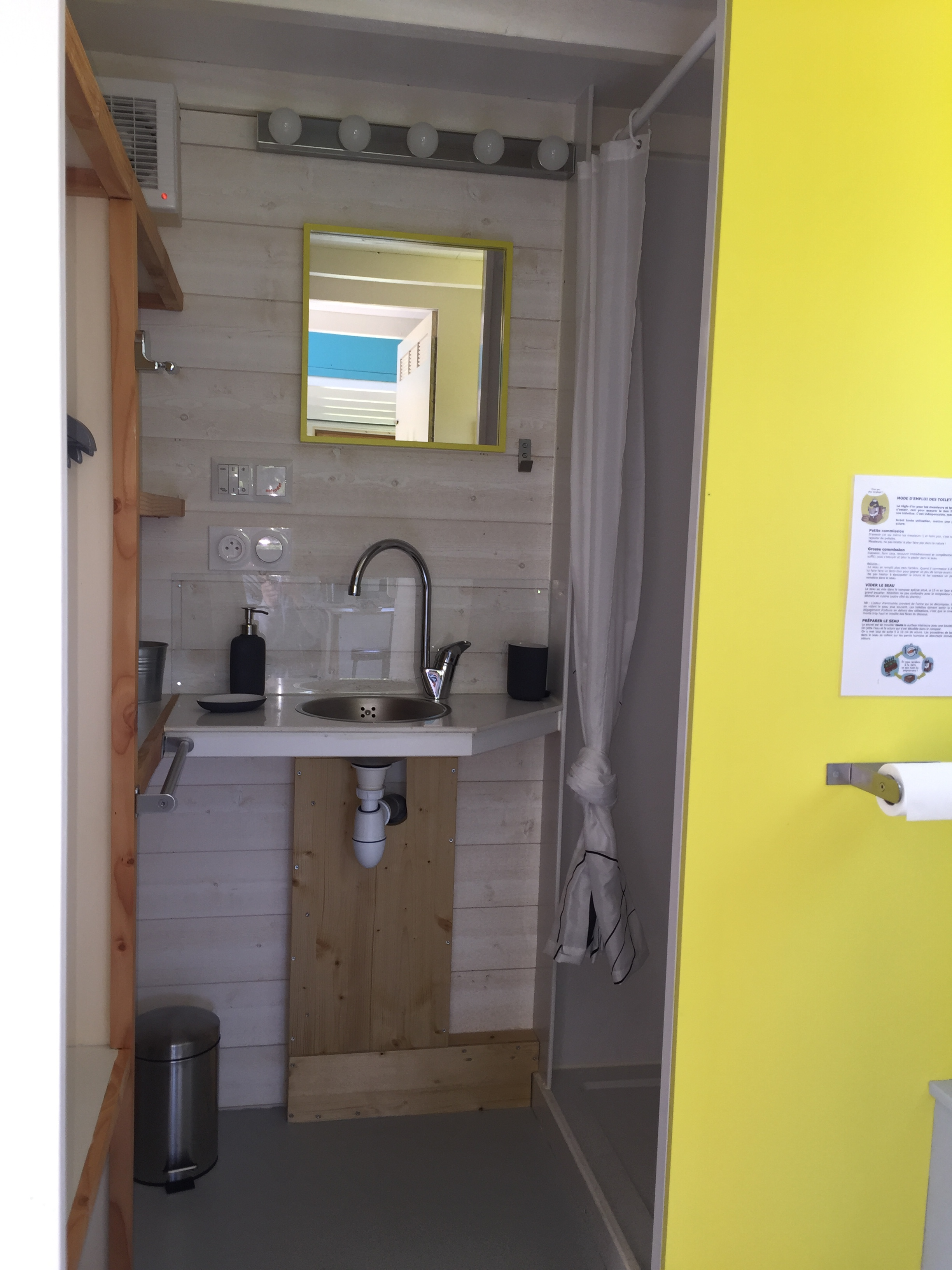 t moignage une famille de quatre teste la vie en tiny house. Black Bedroom Furniture Sets. Home Design Ideas