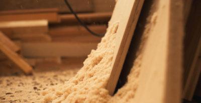 Les outils et le bois pour construire ma tiny house
